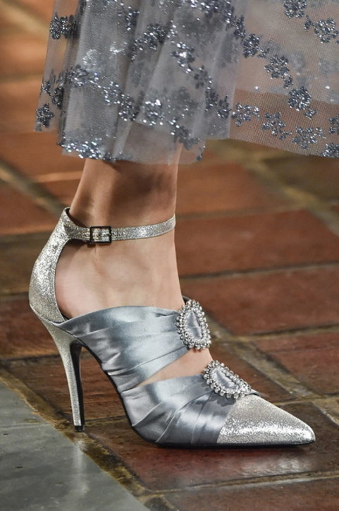 """Saldi invernali 2021: le scarpe donna con cui osare sono """"alla Bridgerton"""""""