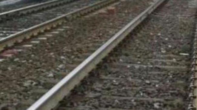 Terni, treno deraglia per frana sui binari: nessun ferito