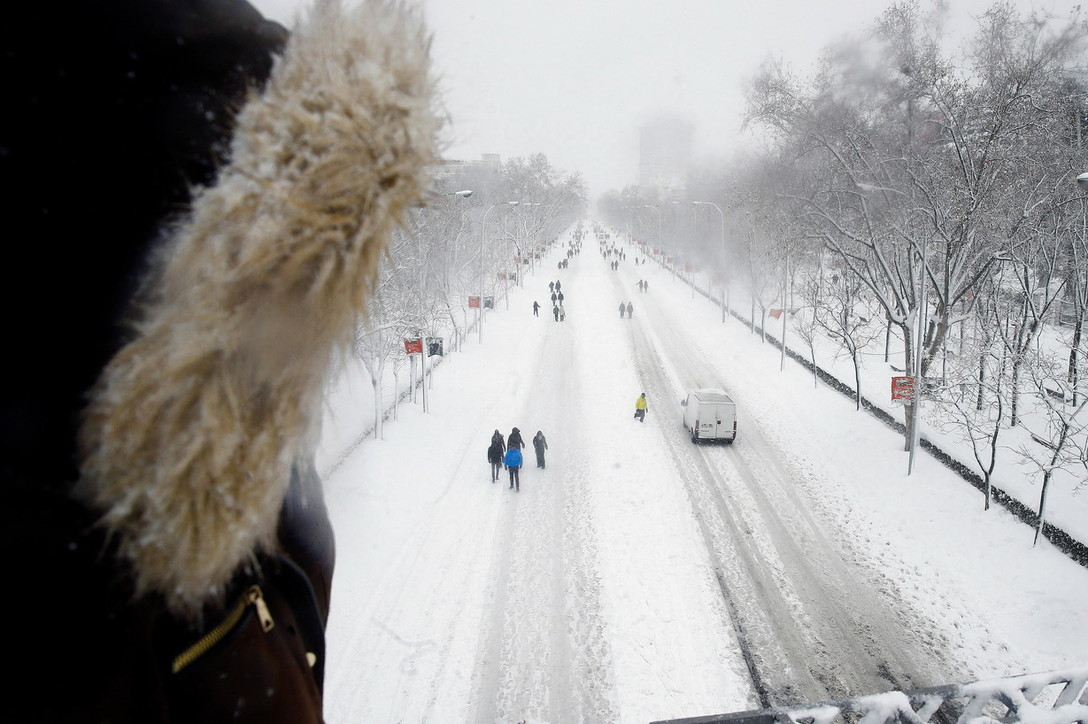 Madrid in tilt: ripiomba nell'era glaciale e dalla neve spunta il dinosauro