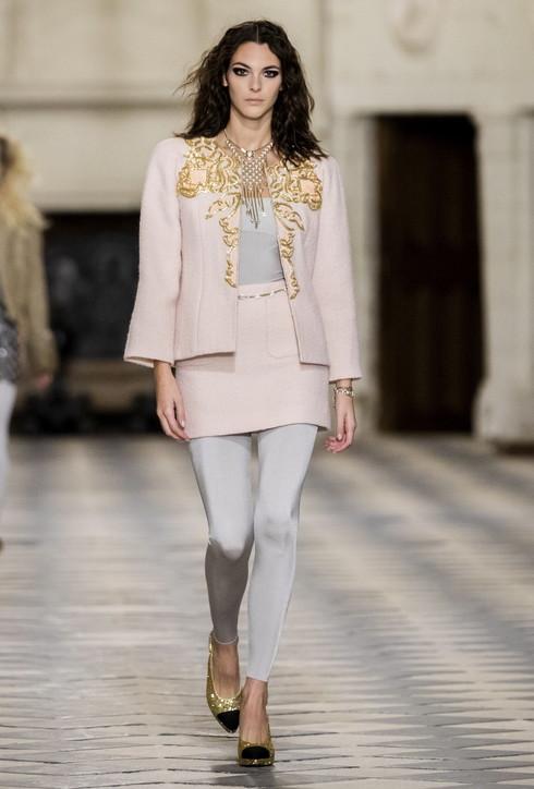 Moda donna, Chanel Fall 2021: i look più belli della sfilata