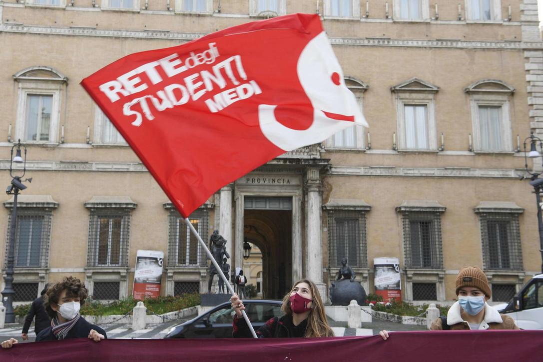 Scuola, manifestazioni studenti contro la Dad da nord a sud
