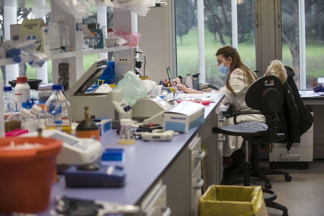 Dentro i laboratori di Reithera:a giugno le prime dosi del vaccino italiano