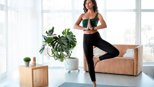 Yoga: le posizioni che fanno bene al corpo e alla mente