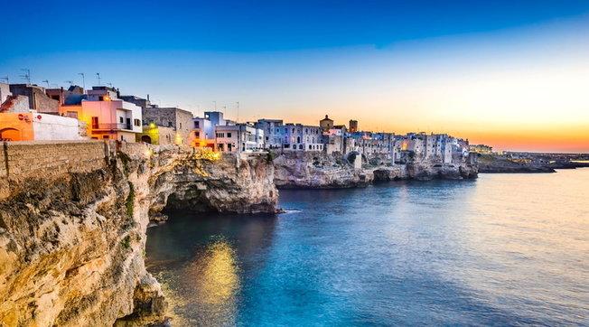 Splendidi borghi costruiti sulla roccia, dalla Liguria alla Calabria