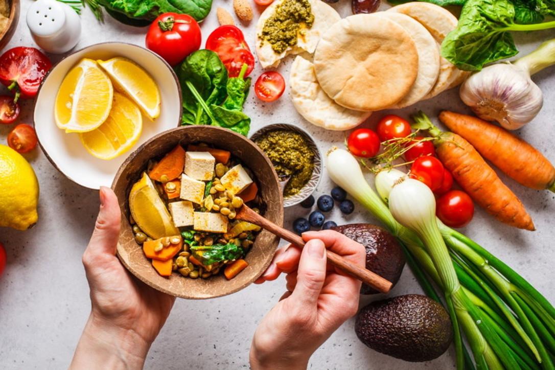 Alimentazione veg: a tavola senza far male agli animali