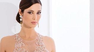 """Manuela Arcuri sogna le nozze bis: """"Risposo Giovanni, stavolta in chiesa"""""""