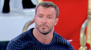 """Michele Dentice abbandona il trono over in lacrime: """"Mi sento perennemente giudicato"""""""
