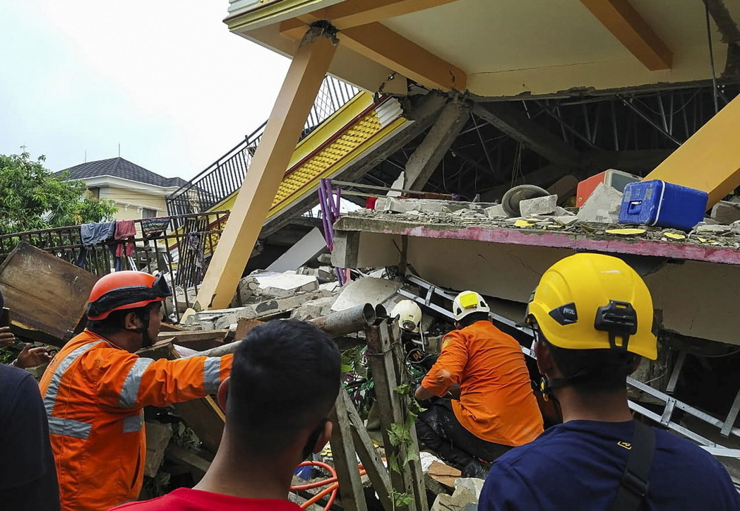 Indonesia, terremoto sull'isola di Sulawesi: morti e distruzione
