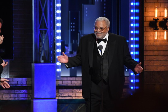 I 90 anni di James Earl Jones, re di Zamunda e voce di Darth Vader