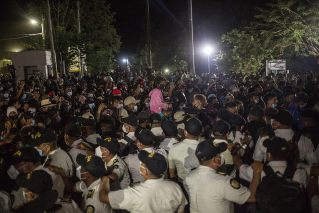 Migranti: 4.500 honduregni entrati in Guatemala