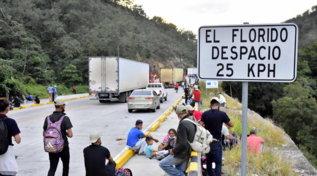 Dall'Honduras verso gli Usa, carovana di 4.500 migranti in marcia