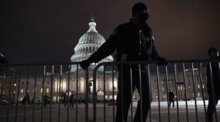 Usa, uomo arrestato vicino al Campidoglio: aveva finte credenziali per l'insediamento di Biden e oltre 500 munizioni