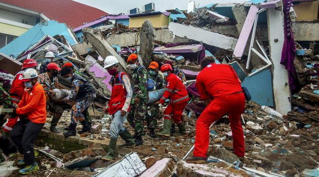 Terremoto in Indonesia, il bilancio sale a 56 morti