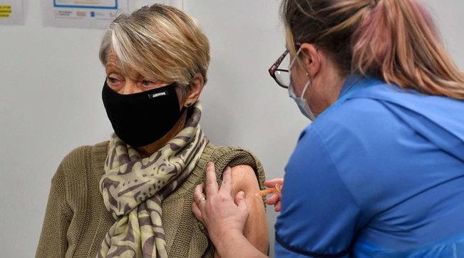 Covid, primo sì in Europa al passaporto vaccinale per viaggiare