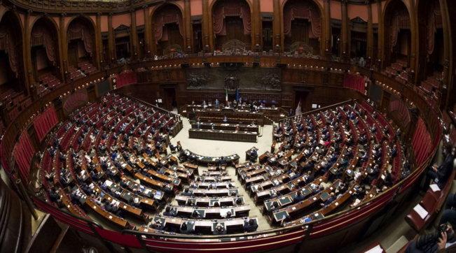 Conte a caccia di voti per andare avanti: lunedì alla Camera, martedì al Senato