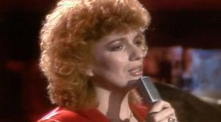 """Buon compleanno Iva Zanicchi: eccola cantare a """"Popcorn"""" nel 1981"""