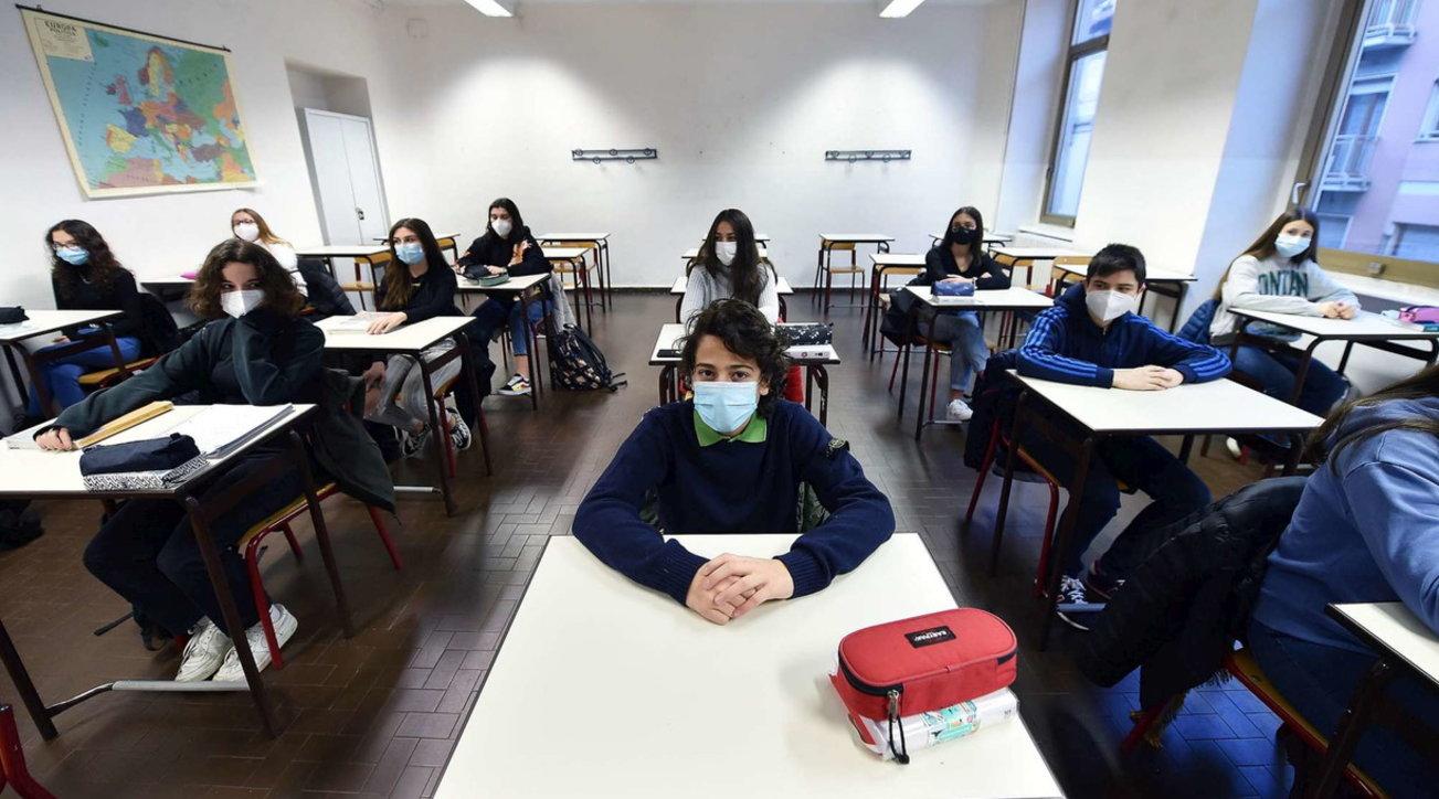 Scuola, tornano in classe 640mila studenti delle superiori