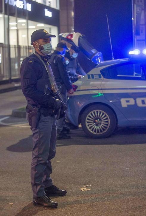 Milano inizia la settimana in zona rossa: tornano i controlli di polizia