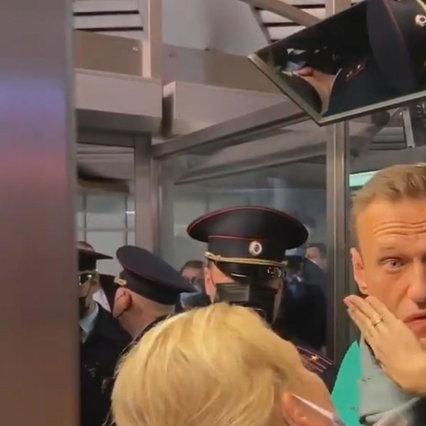 """Russia, giudice ordina 30 giorni di arresto per Navalny   Il dissidente: """"Putin teme che la gente scenda in piazza"""""""