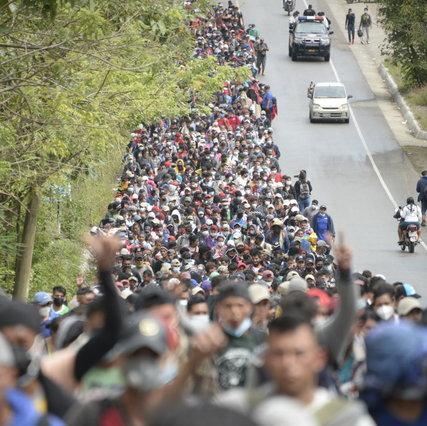 Migrantes, una caravana a pie a Estados Unidos: Invisible en Guatemala |  La militarización de las fronteras de México