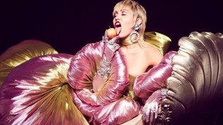 """Miley Cyrus: """"Sono più attratta dai corpi delle donne, sono più hot"""""""