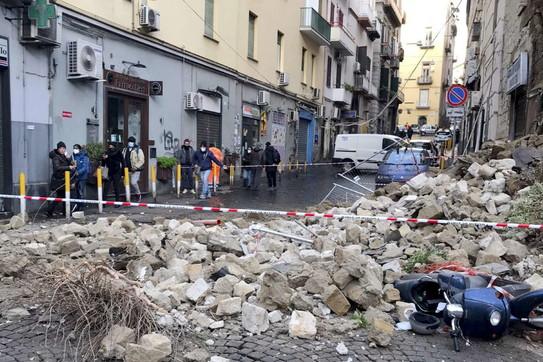 Crollo a Napoli, i controlli alla Chiesa del Rosariello