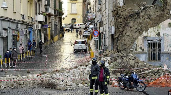 Napoli, crolla palazzina vicino alla Chiesa del Rosariello: nessun ferito