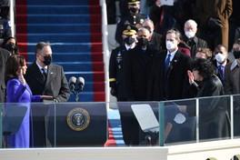 Usa, Kamala Harris giura come vicepresidente degli Stati Uniti