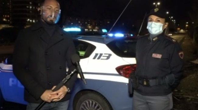 Napoli, partorisce tra i rifiuti: mamma e bimbo salvati dalla polizia