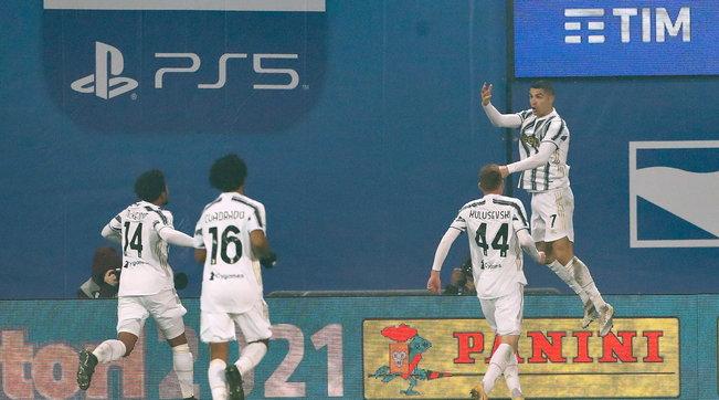 La Juve vince la Supercoppa, Napoli battuto 2-0   CR7 non perdona, Insigne tradisce: Pirlo alza il suo primo trofeo