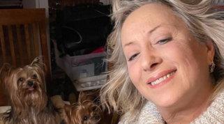 """Carolyn Smith ha buone e cattive notizie: """"Non c'è più segno del tumore, ma non è finita purtroppo..."""""""