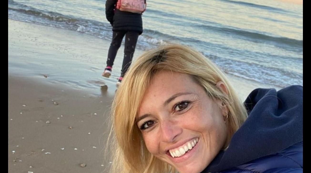 Carlotta Mantovan al mare, sorrisi e serenità con la figlia Stella