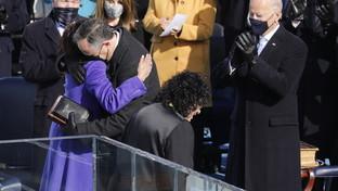 """Per la """"Giornata degli abbracci"""" eccoquelli più belli alla cerimonia di insediamento di Joe Biden"""