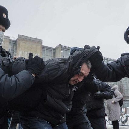 Russia, il giorno della manifestazione per Navalny: scontri con la polizia e arresti | Anche sua moglie Yulia è stata arrestata
