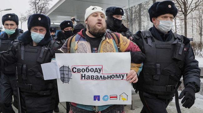 Russia, il giorno della protesta per Navalny: scontri con la polizia e arrestiFoto
