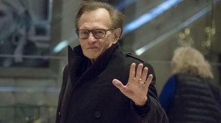 Addio a Larry King, leggendario giornalista della Cnn: era ricoverato per Covid