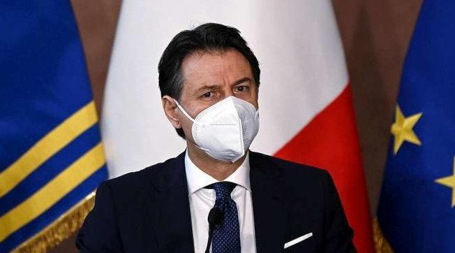 Conte: preoccupanti notizie dai produttori, a rischio 4,6 mln di dosi