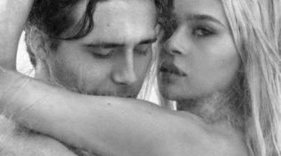 Brooklyn Beckham e la futura moglie nudi: sul corpo i segni dell'amore