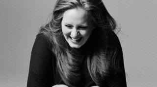 """Adele celebra i 10 anni di """"21""""... ma delude i fan in attesa di un nuovo album"""