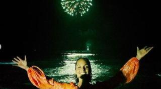 Alicia Keys compie 40 anni: festa di compleanno in spiaggia con fuochi d'artificio