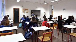 Ritorno a scuola, orari modificati e turni solo per uno studente su due