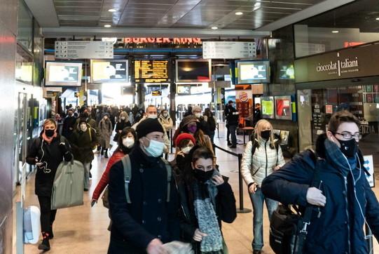 Riaperti scuole e uffici, occhi puntati sui mezzi pubblici a Milano