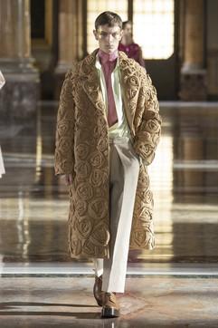 Moda, Valentino Haute Couture SS 2021: tutti i look della collezione