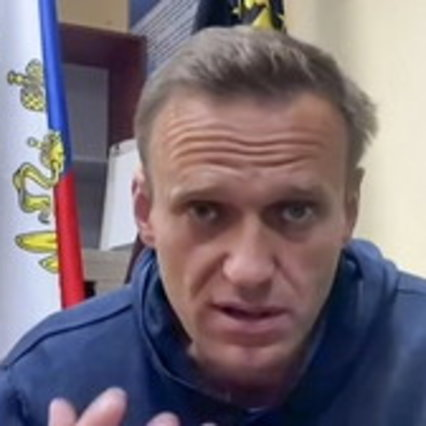 مسکو ، ماموران در خانه الکسی ناوالنی برای جستجوی او