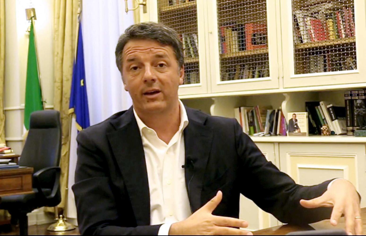 """Renzi: """"Creazione di gruppi improvvisati in Parlamento è scandalo"""""""