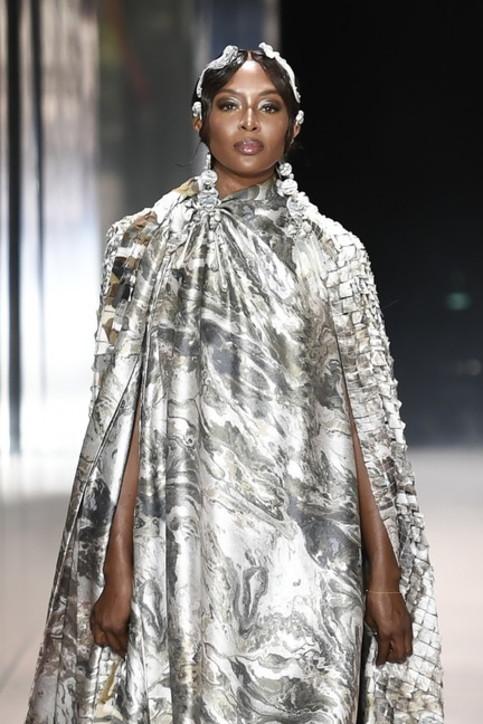 Naomi Campbell, Kate Moss, Demi Moore: Fendi Couture, sfilata di super top