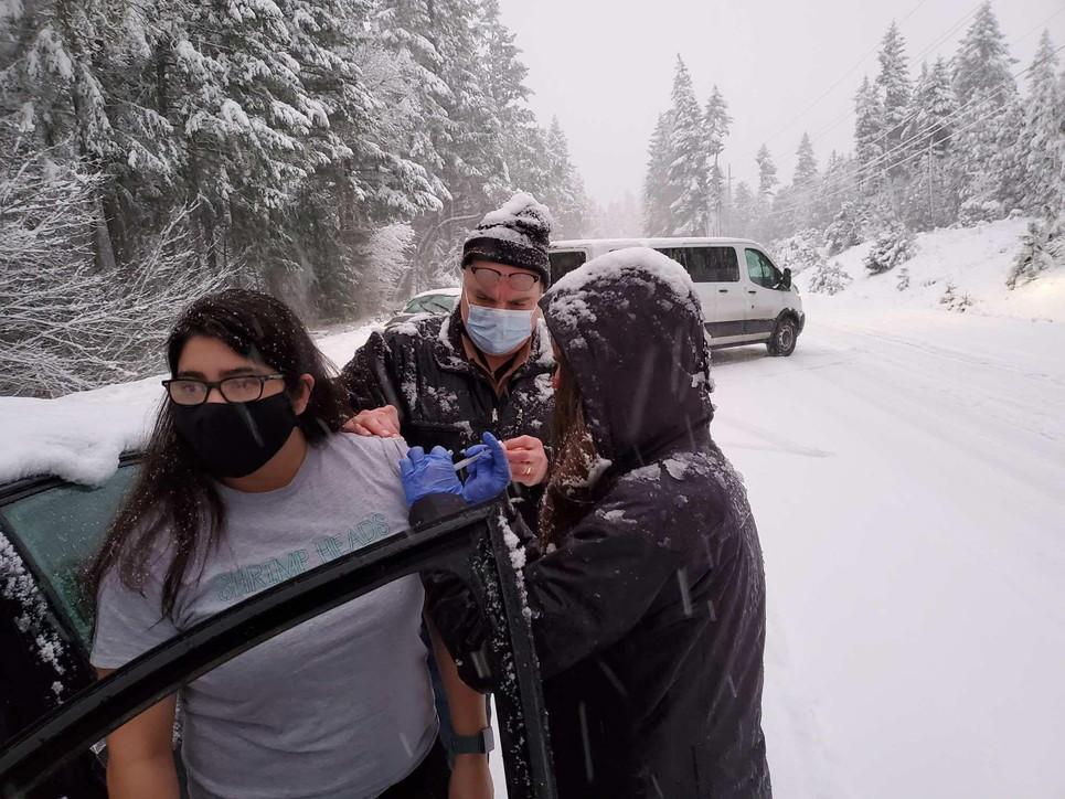 Usa, la neve blocca i vaccini: somministrato in strada agli automobilisti