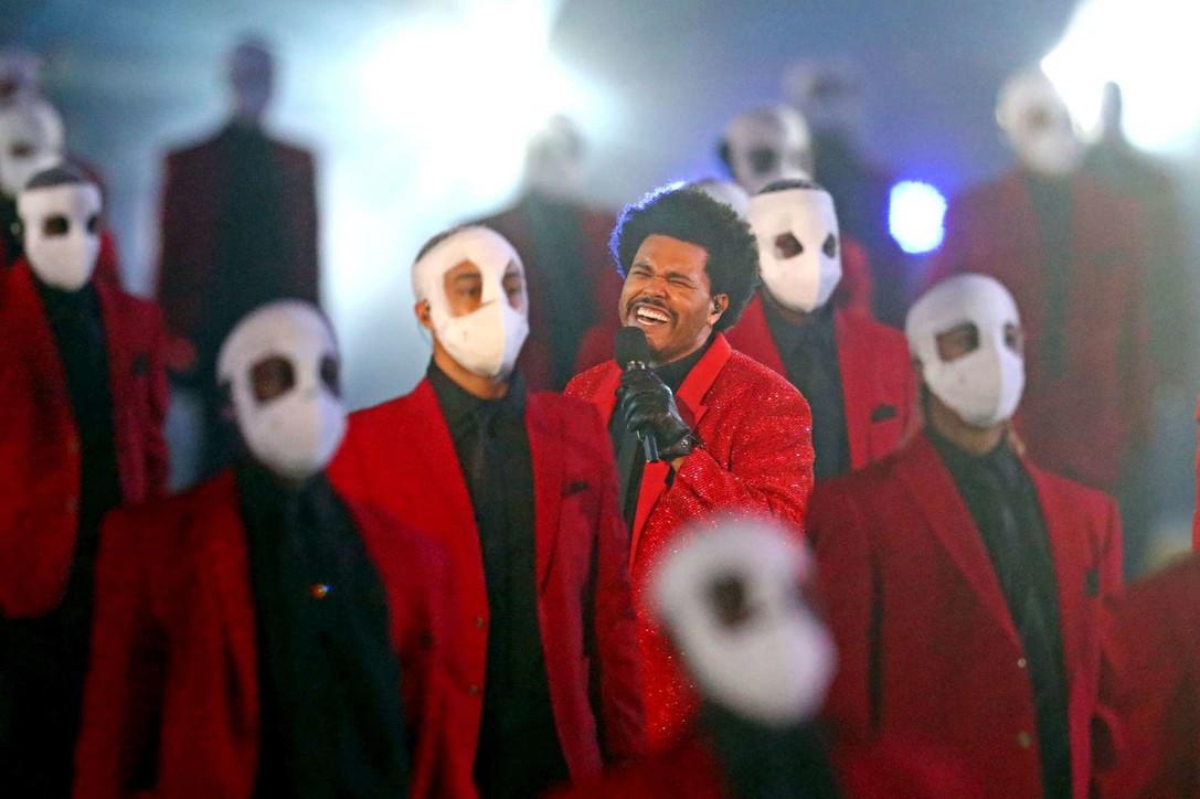 The Weeknd invade il campo con la sua musica