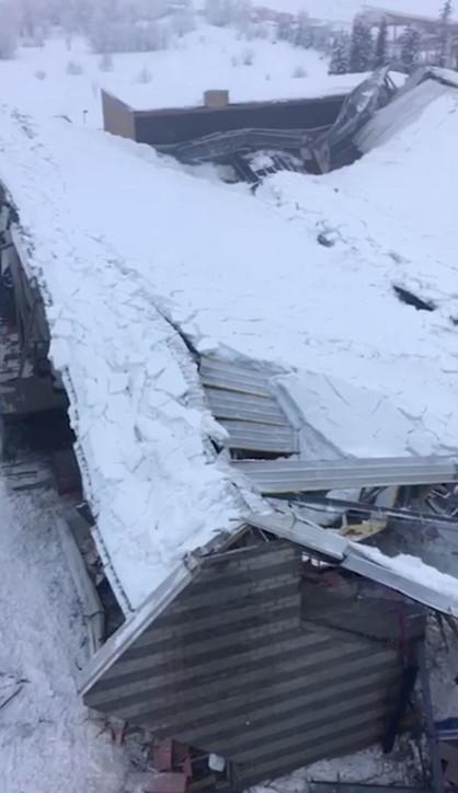 Vipiteno, il palaghiaccio crollato sotto il peso della neve