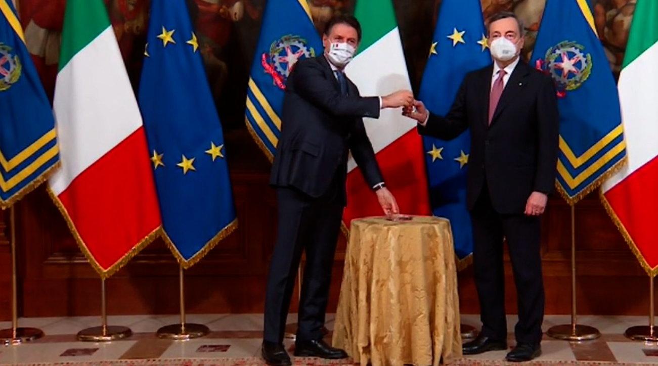 La cerimonia della campanella: da Berlusconi fino a Draghi